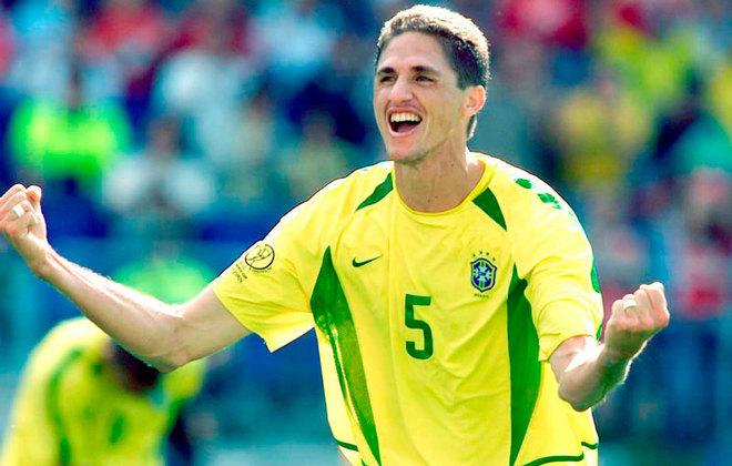 Edmilson chegou ao São Paulo em 1994 e jogou até 2000 pelo Tricolor. Nesse tempo, foi bicampeão paulista em 1998 e 2000