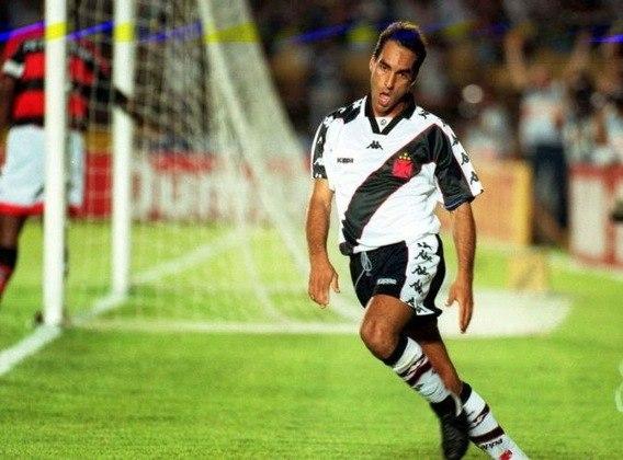 Edmundo começou sua carreira como jogador profissional no Vasco da Gama, em 1992, mas passou por São Januário várias vezes até se aposentar dos gramados em 2008.