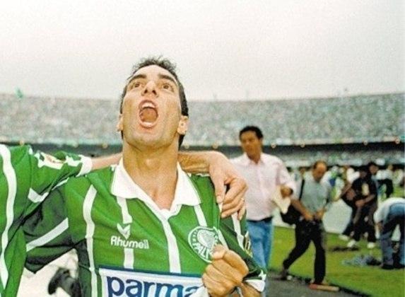 Edmundo é ídolo da torcida do Palmeiras, com conquistas marcantes como Campeonato Paulista e Brasileiro. Porém, não teve uma passagem vitoriosa pelo Flamengo.