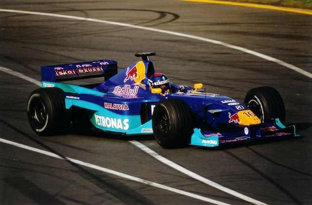 Pedro Paulo Diniz correu na Sauber em 2000 e deixou a Fórmula 1 no fim da temporada, não ganhando novas chances e deixando o automobilismo