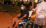 Edson, da dupla com Hudson, deixou o Hospital e Maternidade São Luiz Itaim, em São Paulo, no início da noite desta segunda-feira (15)