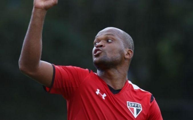 Edson Silva - O zagueiro estreou pelo Tricolor na vitória de 4 a 0 adiante do Botafogo, no dia 22 de janeiro de 2012. Na partida válida pelo Paulista, o jogador marcou um gol.