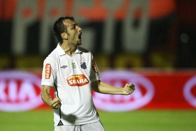 Edu Dracena - O zagueiro jogou 63 jogos pela Copa do Brasil, em equipes como Santos, Corinthians, Cruzeiro e Palmeiras. Foi campeão com a Raposa em 2003 e com o Peixe no ano de 2010.