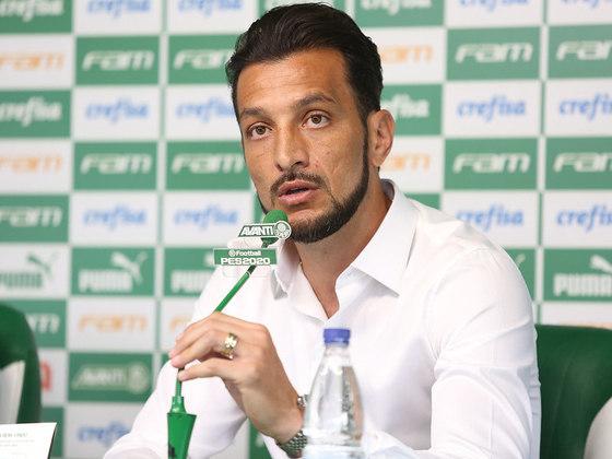 EDU DRACENA: O zagueiro se aposentou e hoje é coordenador técnico do Palmeiras.