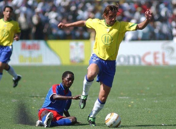 EDU GASPAR - Jogava no Arsenal quando foi convocado por Parreira para as Eliminatórias. Se aposentou em 2010, jogando no Corinthians. Atualmente, é diretor de futebol do Arsenal, e já foi dirigente da Seleção.