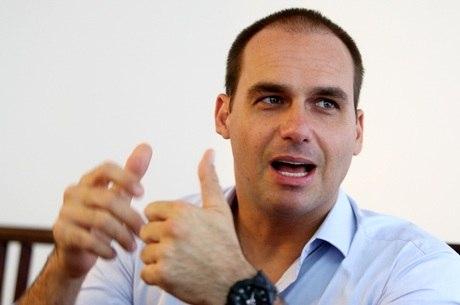 Bolsonaro defende indicação do filho, que é deputado