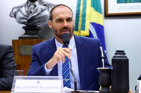Eduardo Bolsonaro fez comentário no Twitter