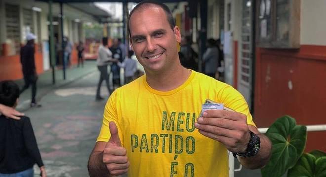 Eduardo Bolsonaro supera Enéas e se torna deputado mais votado da história