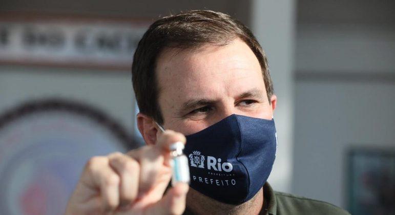 Eduardo Paes prometeu. Se a situação da Covid piorar no Rio, ele proíbe jogos na capital carioca
