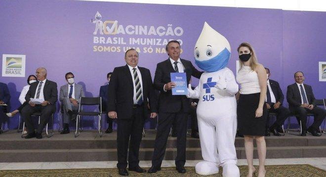 Previsão para início da vacinação no Brasil é fevereiro de 2021
