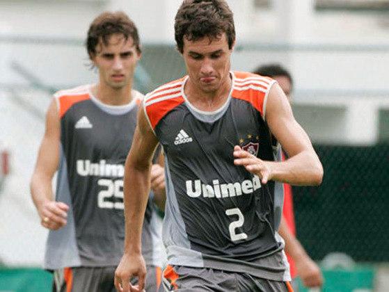 EDUARDO RATINHO - O lateral-direito Eduardo Correia Piller Filho jogou por Corinthians e Fluminense, entre outros.
