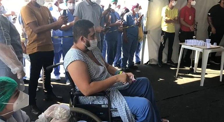 Eduardo Souza recebeu visita da banda Menos é Mais