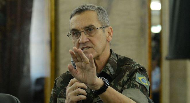 """Ex-comandante do Exércitou chamou Olavo de """"Trotski de direita"""""""