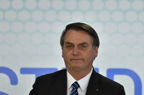 Bolsonaro durante cerimônia para assinatura da MP da ID Estudantil