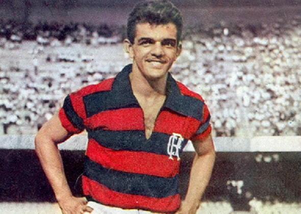 Edvaldo Alves de Santa Rosa, o Dida, é de Maceió, no Alagoas e a importância do meia é tamanha que é o grande ídolo de Zico. Além disso, é considerado por muitos o maior jogador alagoano de todos os tempos.