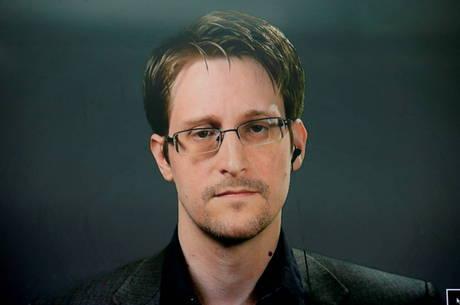 Snowden ganha residência permanente na Rússia