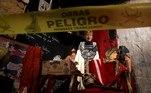 """BRA50. SAO PAULO (BRASIL), 03/09/2021.- Fotografía de una obra del grupo Yuyachkani ayer, durante la apertura para medios de la 34ª edición de la Bienal de Sao Paulo (Brasil), bajo el título """"Aunque está oscuro, todavía canto"""". Con más de 90 artistas y un millar de obras, la 34ª edición de la Bienal de Sao Paulo abrirá sus puertas este sábado con la misión de """"abrazar la ciudad"""" y arrojar luz pese a la """"oscuridad"""" que ha marcado el mundo en los años de la pandemia. EFE/ Sebastião Moreira"""