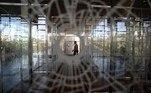 """BRA50. SAO PAULO (BRASIL), 03/09/2021.- Fotografía de una obra de la exposición """" Landscape """" de la artista Regina Silveira ayer, durante la apertura para medios de la 34ª edición de la Bienal de Sao Paulo (Brasil), bajo el título """"Aunque está oscuro, todavía canto"""". Con más de 90 artistas y un millar de obras, la 34ª edición de la Bienal de Sao Paulo abrirá sus puertas este sábado con la misión de """"abrazar la ciudad"""" y arrojar luz pese a la """"oscuridad"""" que ha marcado el mundo en los años de la pandemia. EFE/ Sebastião Moreira"""