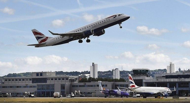 Veto a voos do Reino Unido passa a valer nesta sexta