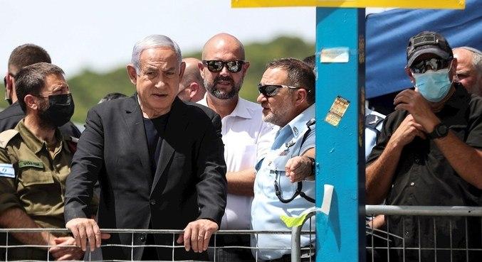Benjamin Netanyahu, premiê de Israel, foi até o local da tragédia que matou dezenas