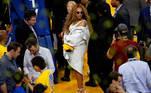 Beyoncé (C) com seu marido Jay-Z (à direita) em abril de 2018 em um jogo de basquete em Nova Orleans. EFE / EPA / JOHN G. MABANGLO