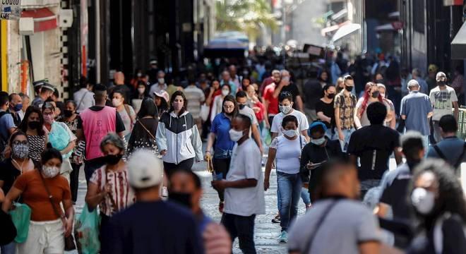 Números da covid-19 estão estáveis ou recuando no Brasil, diz OMS