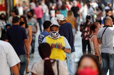 Velocidade de transmissão da covid subiu no Brasil