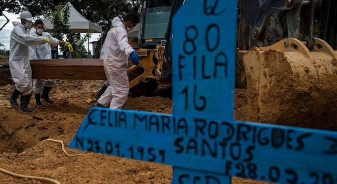 Cemitério em Manaus, no Amazonas, em fase mais crítica da pandemia