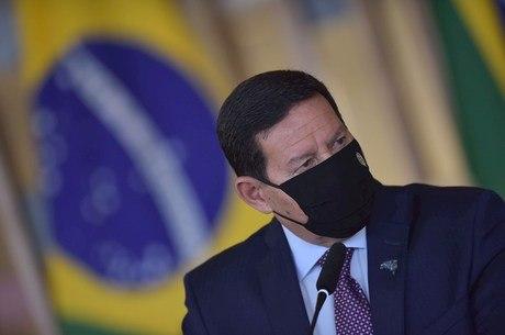 Mourão diz que Brasil é alvo de campanha ideológica