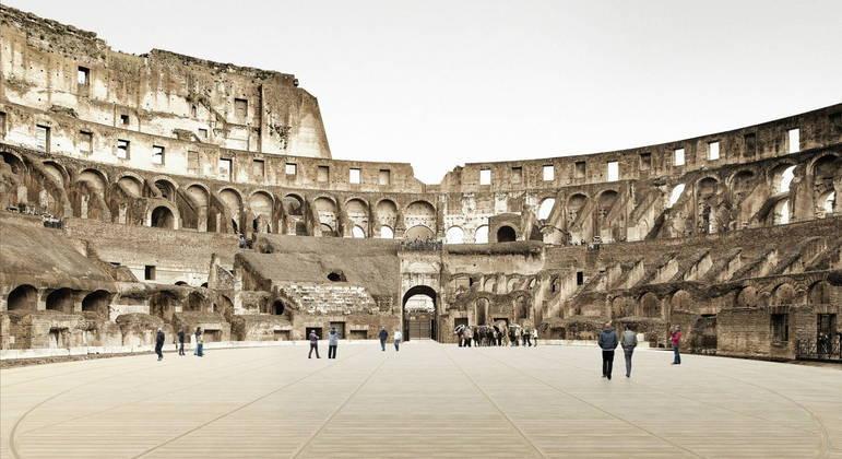 Imagem digital do Coliseu Romano e da futura arena de madeira, vista lateral, ao nível do solo