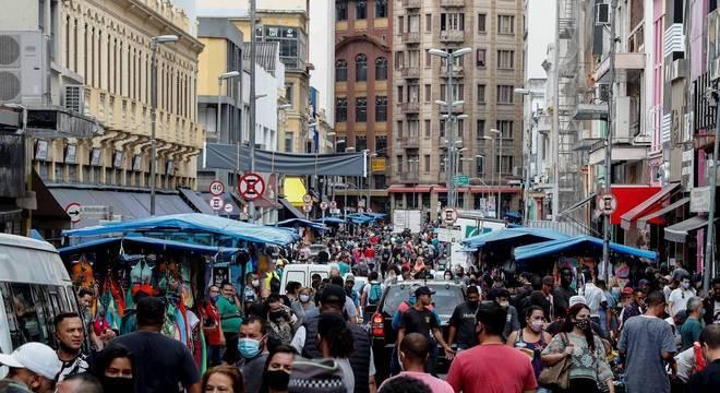 Movimento na região da Rua 25 de Março, no centro de São Paulo