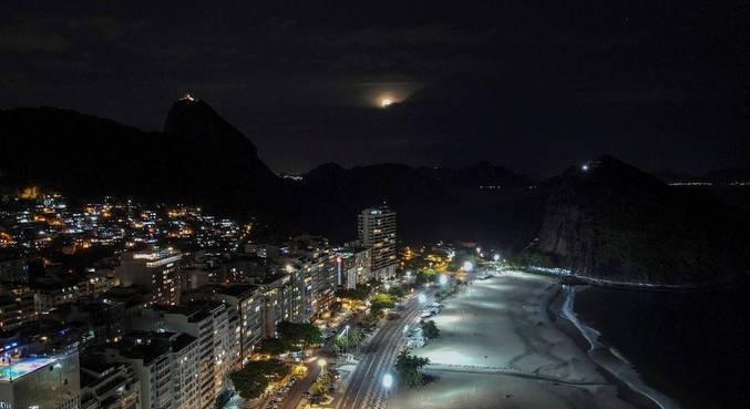 Cariocas e turistas ignoraram a pandemia de covid-19 e o perigo das aglomerações