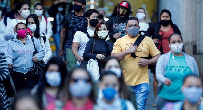Abaixo da meta do governo, São Paulo tem isolamento social de 46%