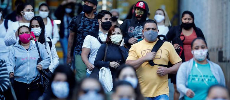Quando a covid-19 for neutralizada, nenhum jornal brasileiro vai avisar na primeira página que a pandemia acabou