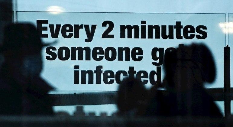 Estudo diz que quem teve covid pode apresentar sintoma seis meses depois de ter superado a doença