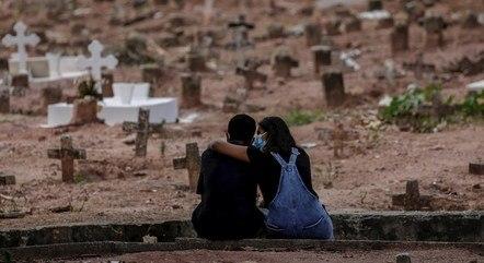 Covid-19 já matou mais de 430 mil brasileiros