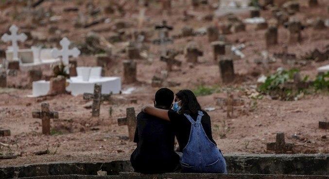 Brasil registra menor diferença entre nascimentos e mortes após pandemia