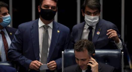Momento em que Pacheco fala com Bolsonaro
