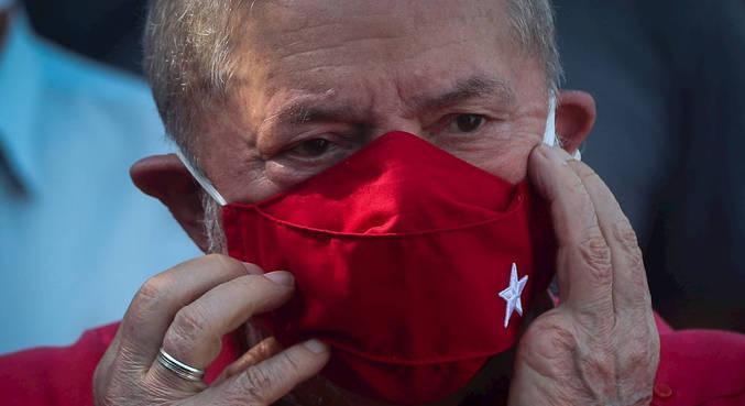 Ex-presidente Lula voltou ao Brasil nesta quarta-feira (20)