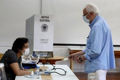 Sistema brasileiro computa votos por urna eletrônica