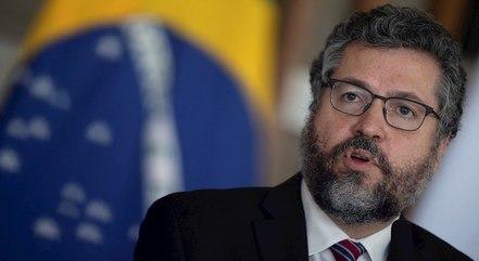 Araújo pede pressão popular por reformas reais