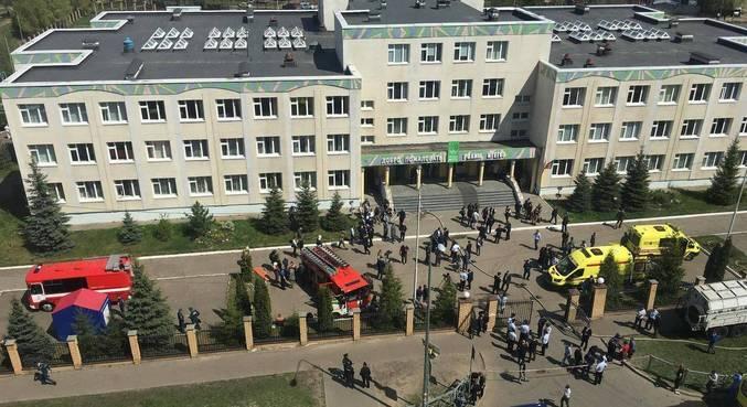 Escola localizada em Kazam, a 800 km de Moscou, foi alvo de atirador nesta terça