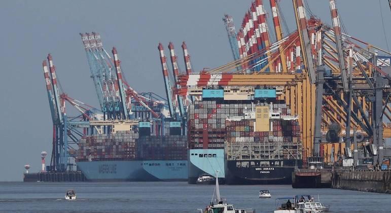 As exportações tiveram aumento de 49% em maio, de acordo com o Ministério da Economia