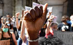 Genova (Italy), 06/06/2020.- Protesters gather at a Black Lives Matter rally in Genoa, Italy, 06 June 2020. Protesters rally out of solidarity with the Black Lives Matter movement in the wake of the death in police custody of George Floyd in the United States. (Protestas, Italia, Estados Unidos, Génova) EFE/EPA/LUCA ZENNARO