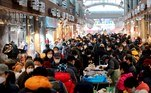 Seoul (Korea, Republic Of), 07/02/2021.- A view of the Gyeongdong Market crowded with people in Seoul, South Korea, 07 February 2021, ahead of the Lunar New Year holiday that runs from 11 to 13 February. (Corea del Sur, Seúl) EFE/EPA/YONHAP SOUTH KOREA OUT