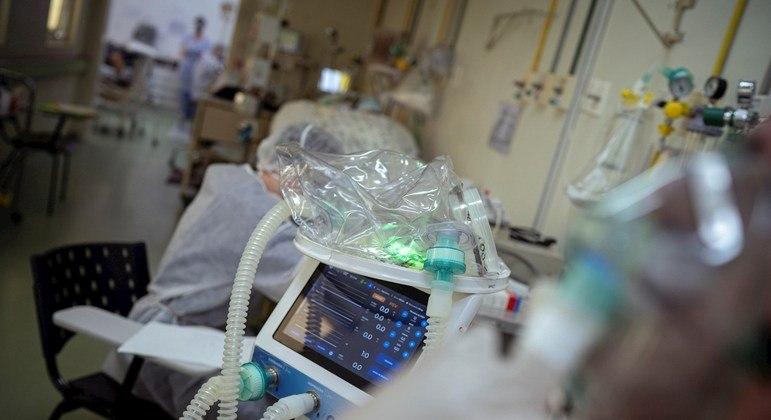 Seis em cada 10 com crise respiratória aguda da covid-19 tiveram alterações neurológicas
