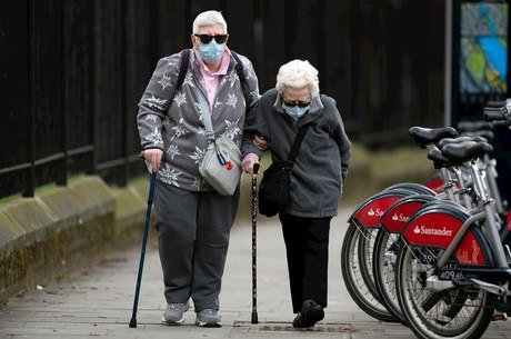 Governo libera R$ 160 milhões contra covid para idosos