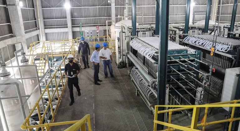 Levantamento da CNI indica que emprego industrial registrou dez meses sem queda