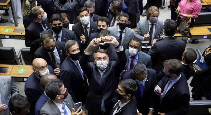 Eleições no Congresso aliviaram situação de Bolsonaro