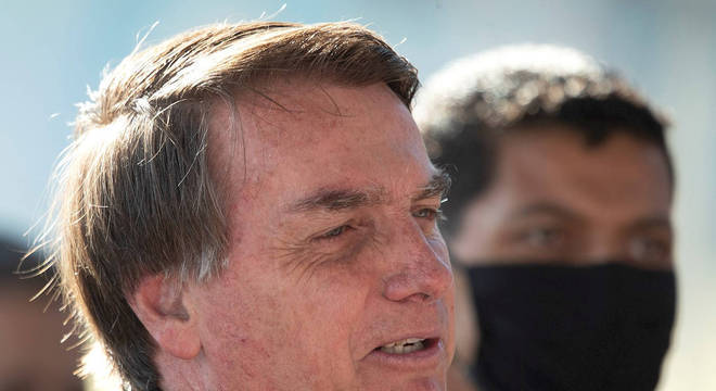 Bolsonaro ameaça retirar Brasil da OMS a exemplo dos EUA